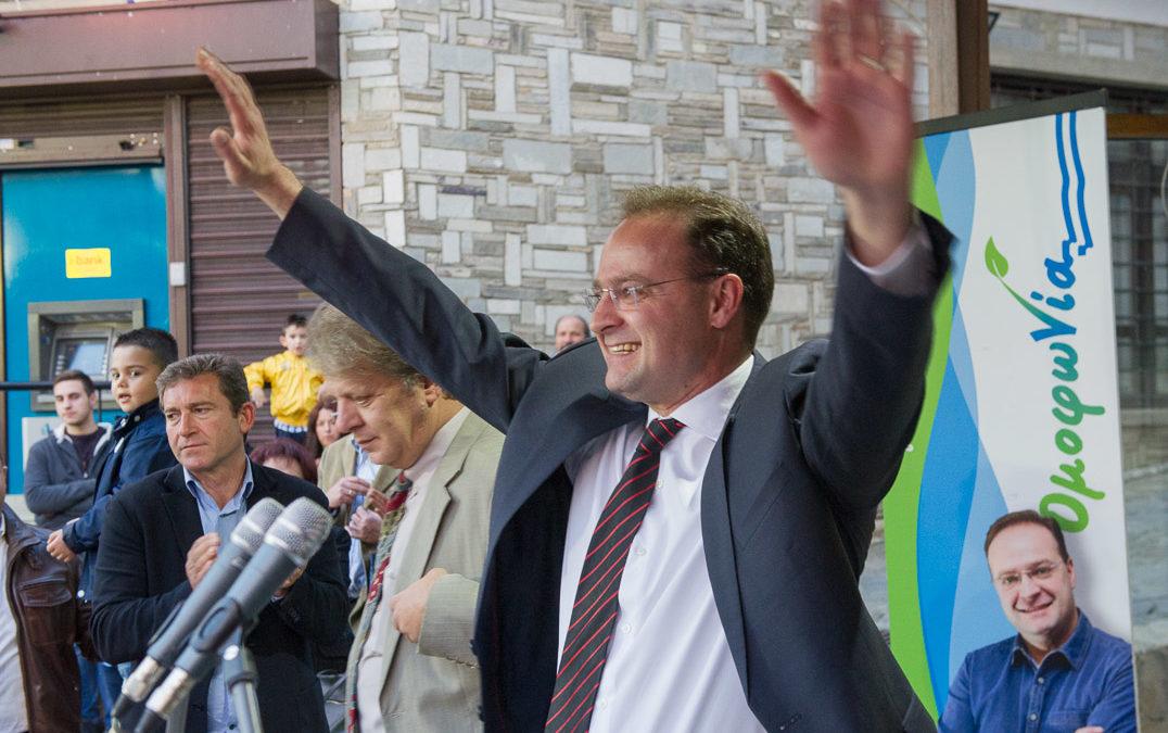 Συγκίνηση και βεβαιότητα εκλογής από την 1η Κυριακή στην καταληκτική ομιλία του Στέλιου Βαλιάνου στην Αρναία